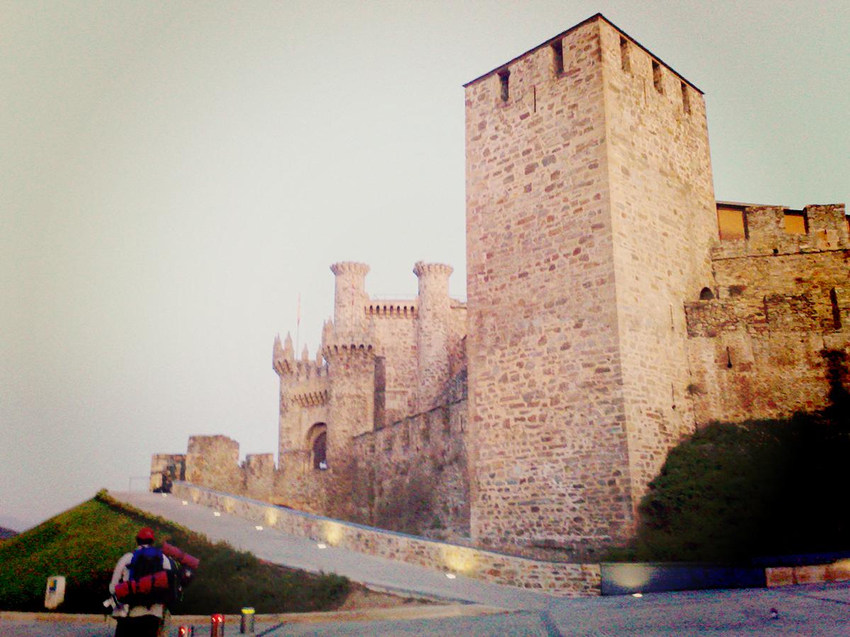 Das Templer-Castillo ist ein echter Hingucker. Aber auch der einzige in dieser achso modernen Stadt.