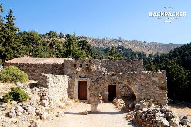 Die erste der beiden Kirchen: Asómati Taxiárches Gavriíl ke Miachaíl.
