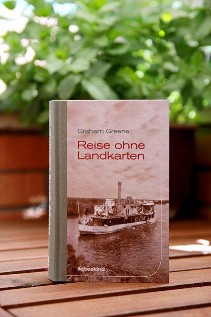 Schon das Cover macht Lust auf die Lektüre: Reise ohne Landkarten von Graham Greene.