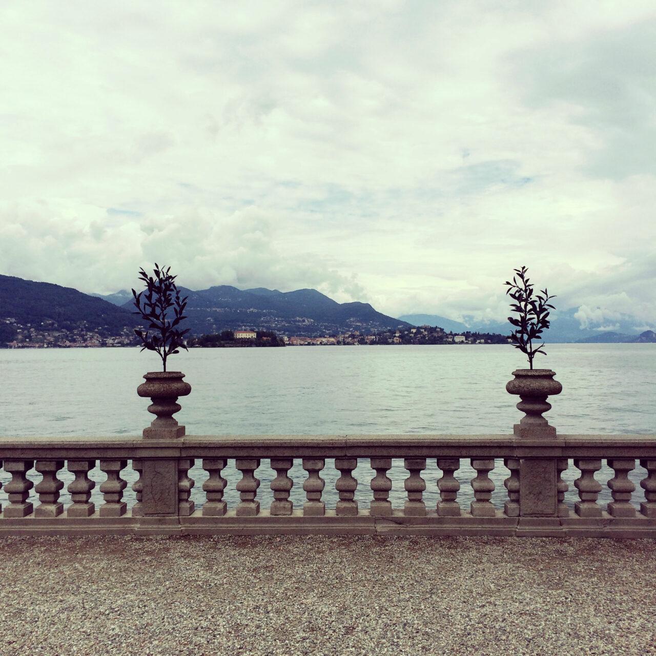 Palazzo Borromeo mit Blick auf den Lago Maggiore