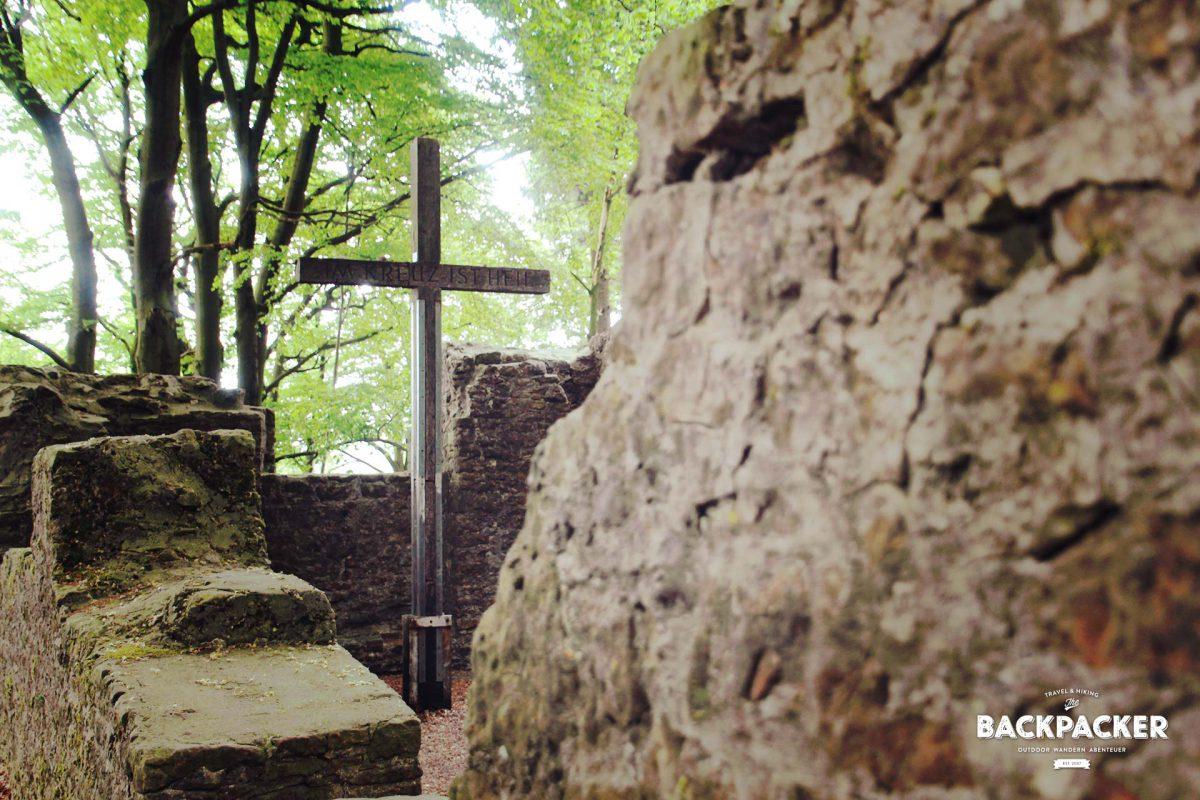 Von der Hünenkapelle – auch Tönskapelle genannt – existieren nur noch die Grundmauern. Einst Pilgerziel dient sie heute dem frommen Wunsch zwischendurch.