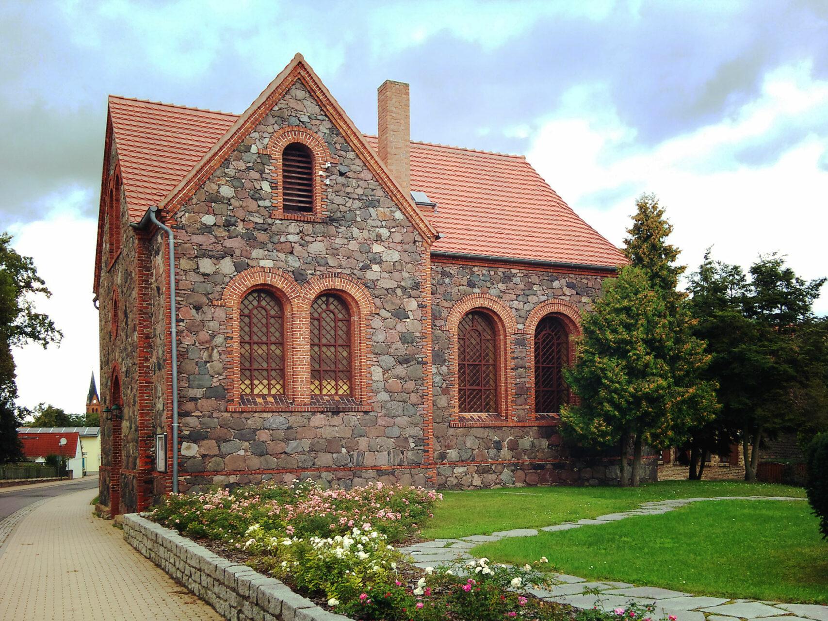 Klein aber oho. Die evangelische Kirche in Finowfurt, direkt am Treidelweg gelegen.