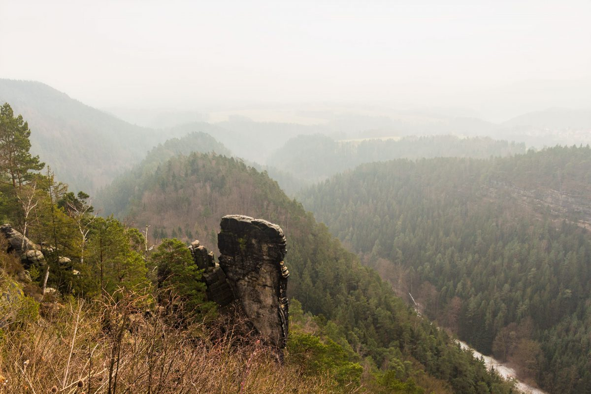 Irgendwo dahinten sollen angeblich die Schrammsteine und der Große Winterberg liegen