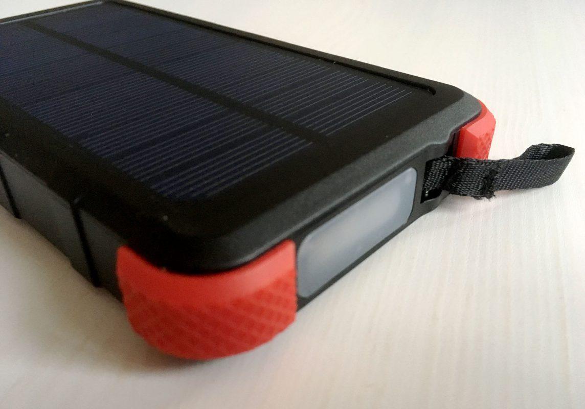 Gimmik obendrauf: Eine integrierte Taschenlampe mit genug Power die auch als Signalgeber bei Gefahrensituationen taugt.