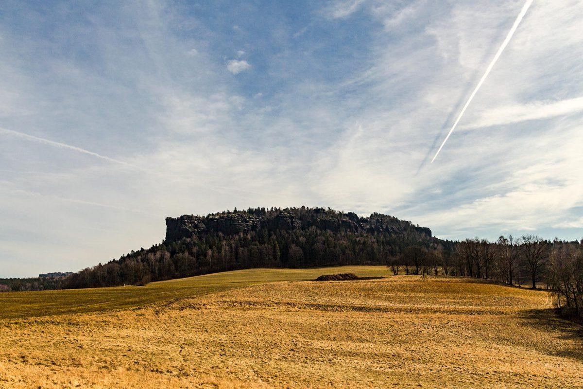 Von West und Nord kann man einen sehr guten Eindruck von der Größe des Pfaffenstein's gewinnen.