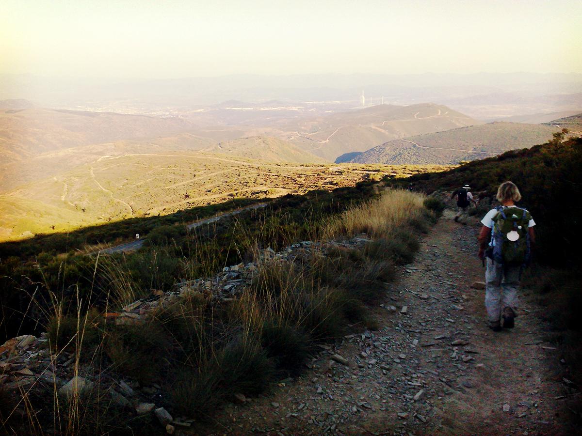 Da klingeln die Knie, da zittern die Beine. Geschlagene 12 Kilometer ging es so bergab.