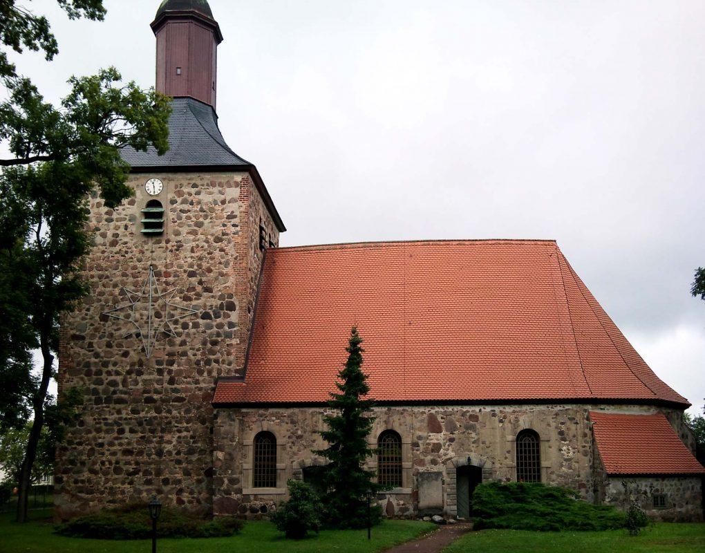 Die Kirche von Bötzow. Und schon sind wir in der Vergangenheit gelandet.