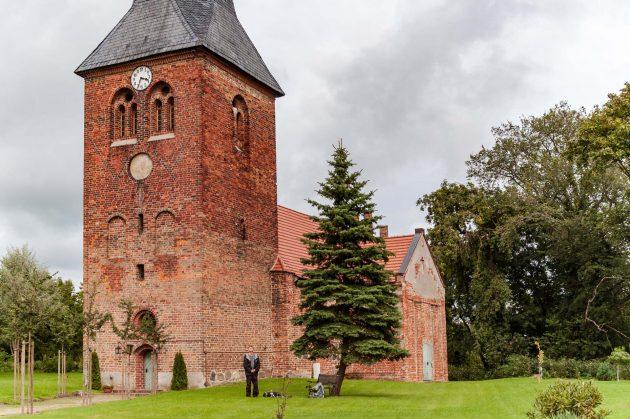 Auch ein noch so kleiner Ort wie Flatow benötigt in der Dorfmitte eine Kirche.