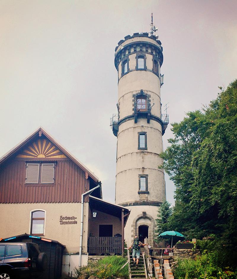 Direkt an der Grenze zu Tschechien befindet sich der Hochwald, mit 744m der zweithöchste Berg des Zittauer Gebirges.