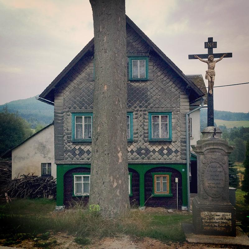 Man mag meinen, die Zeit wäre stehen geblieben im kleinen Grenzstädtchen Krompach. Genau so habe ich das nahe Grenzland in Tschechien aus meiner Kindheit in Erinnerung.