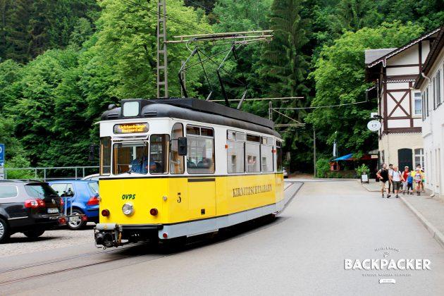 Da es immer wieder regnet genehmigen wir uns zum Abschied die Fahrt mit der traditionsreichen Kirnitzschtalbahn.