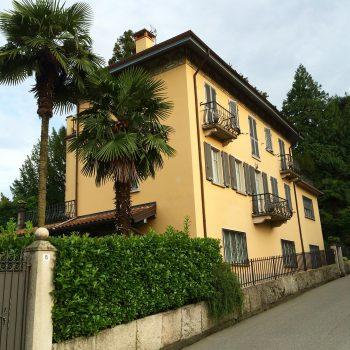 Villa Sonnenschein mit Palmen und Gästezimmer