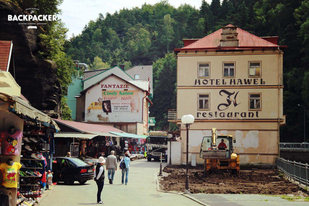 Buden und Schnickschnack in den Bergen – Touristenfang mittels Konsum