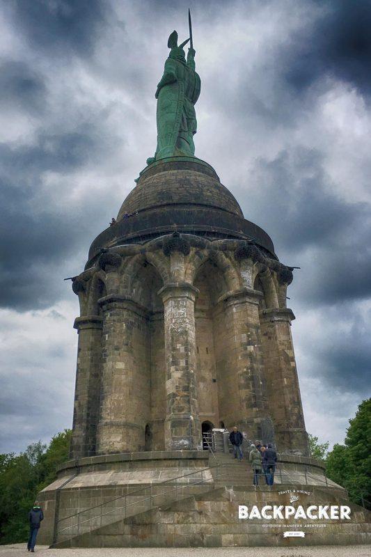 Da thront er in über 30 Metern Höhe: Hermann, der Besieger römischer Legionen und Einer germanischer Stämme.