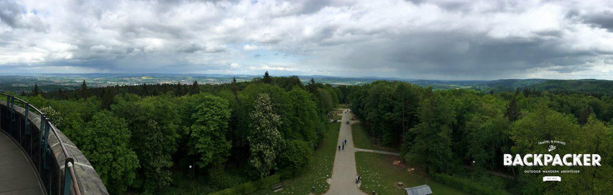 Wer die unzähligen Stufen im Innern erklimmt, wird mit einem 360-Grad-Panoramablick verwöhnt, der einen Großteil des Teutoburger Waldes überblicken lässt.