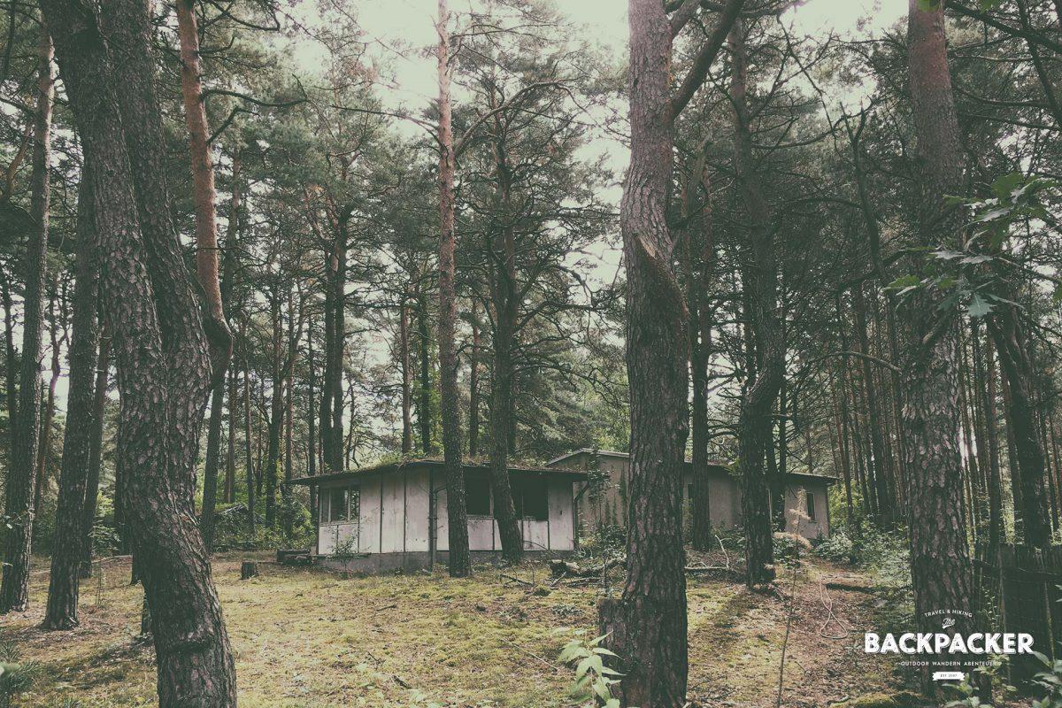 Das ehemalige Kinderferienlager liegt verwaist und verlassen direkt am Bauersee. Eine Reanimation wäre hier sicher wünschenswert.