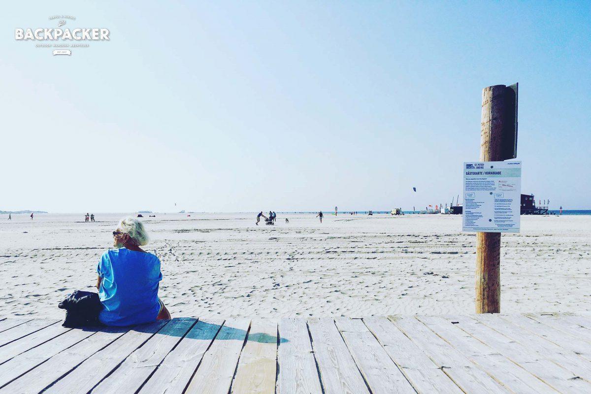 Die Seele baumeln lassen und den Gedanken Raum geben – der Strand ist nicht nur für Aktivurlauber nutzbar.