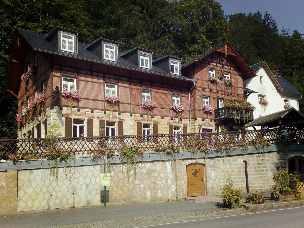 Das Hotel Forsthaus im Kirnitzschtal. Beim diesjährigen Hochwasser wurde auch dieses nicht verschont – nach 2002 erneut.