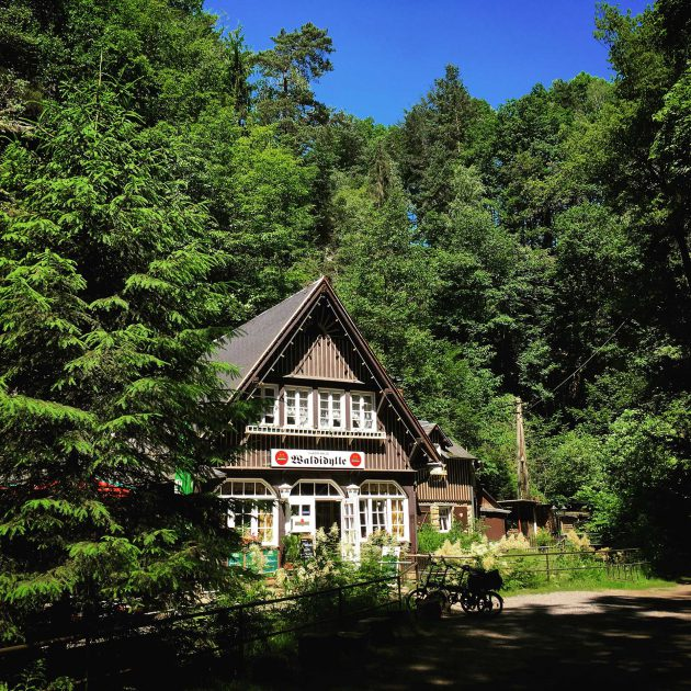 Im Uttewalder Grund stillt das Forsthaus Waldidylle mit bürgerlicher Kost nicht nur den Hunger.