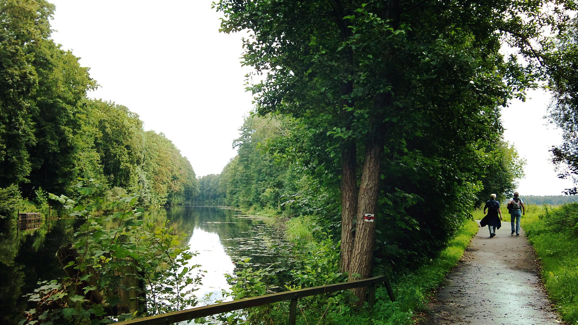 Jepp, so schaut er aus der Treidelweg. Immer entlang des Kanals.