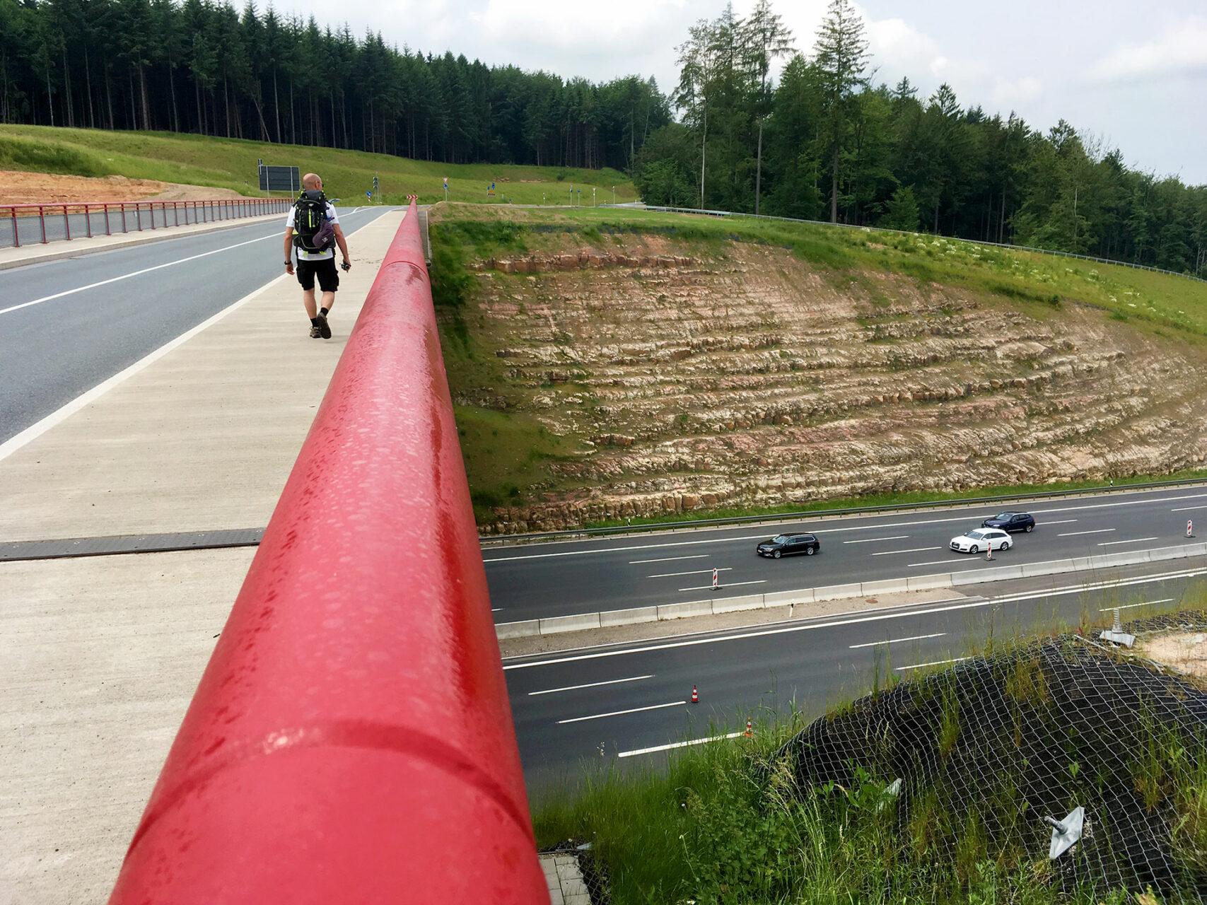 Ein schneller Gang über die Autobahn A3, die den Spessart einmal quer durchschneidet.