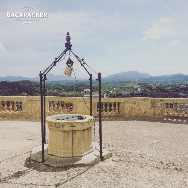 Brunnen vor der Kathedrale von Artà