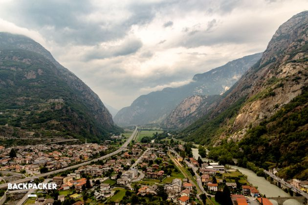 Erst der Blick vom Forte di Bard offenbart den schmalen Zugang ins Aostatal