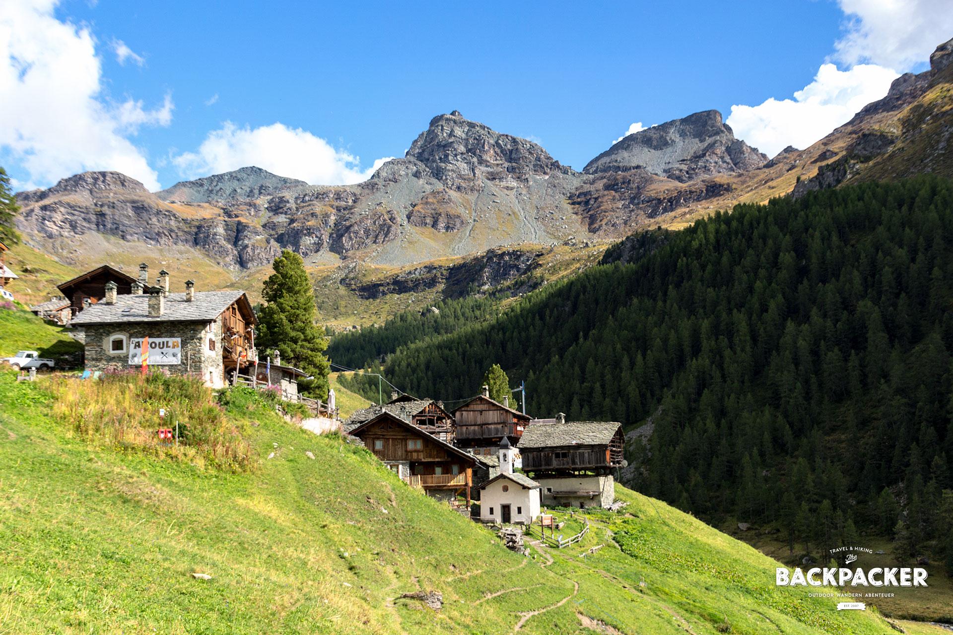 Das Walserdorf Cunéaz bettet sich idyllisch zwischen die Berge und Wälder