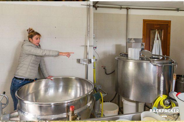 La Tchavana weiß mit einer Besonderheit aufzutrumpfen. Im Nachbargebäude untergebracht wird die Milch der hauseigenen Kühe zu leckerstem Fontina, einem Weichkäse aus biologischem Anbau, verarbeitet.