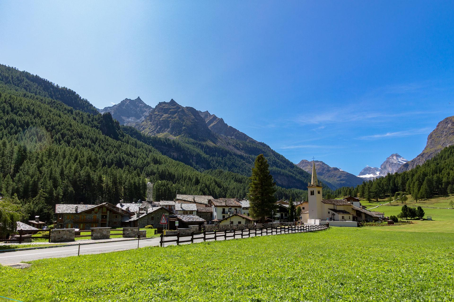 Startpunkt der heutigen Wanderung ist das idyllische gelegene Rhêmes-Notre-Dame im Rhêmes-Tal, einem Nebental des Aostatals.