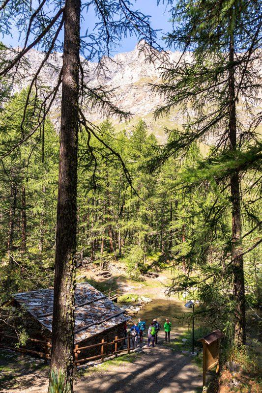 Am Lago Pellaud gibt es nicht nur idyllische Blicke sondern auch einen Einblick in die Geschichte des Rhême-Tals.