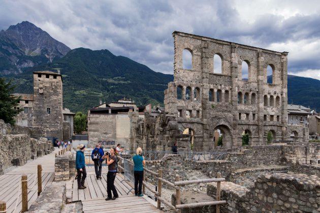 Das alte Amphitheater in der Mitte der Stadt lädt zum vergnüglichen Bummel