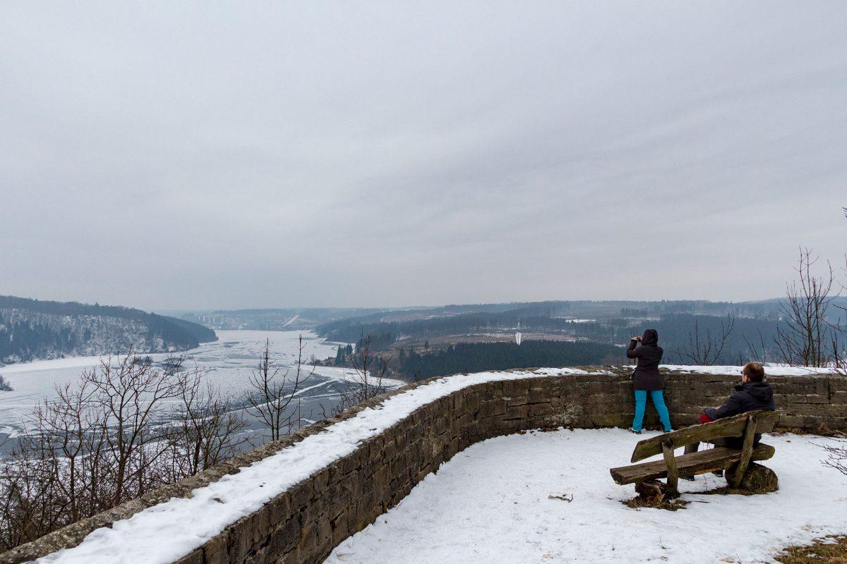 Vom Rotestein kann der Wanderer fast die gesamte Rappbodetalsperre samt Nebenarmen überblicken.