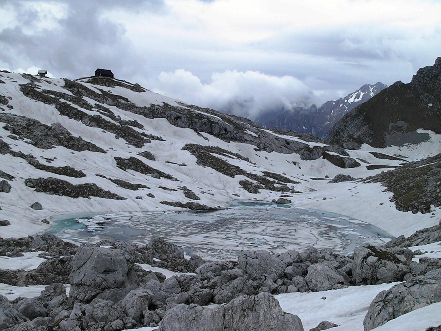 Die Prehodavci-Hütte auf 2.100 Höhenmetern gelegen.