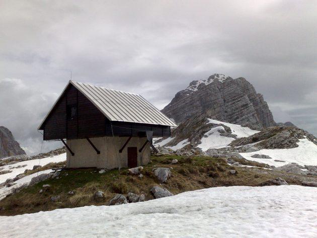 Das Winterlager der Prehodavci-Hütte. Unser Lager für die Nacht.