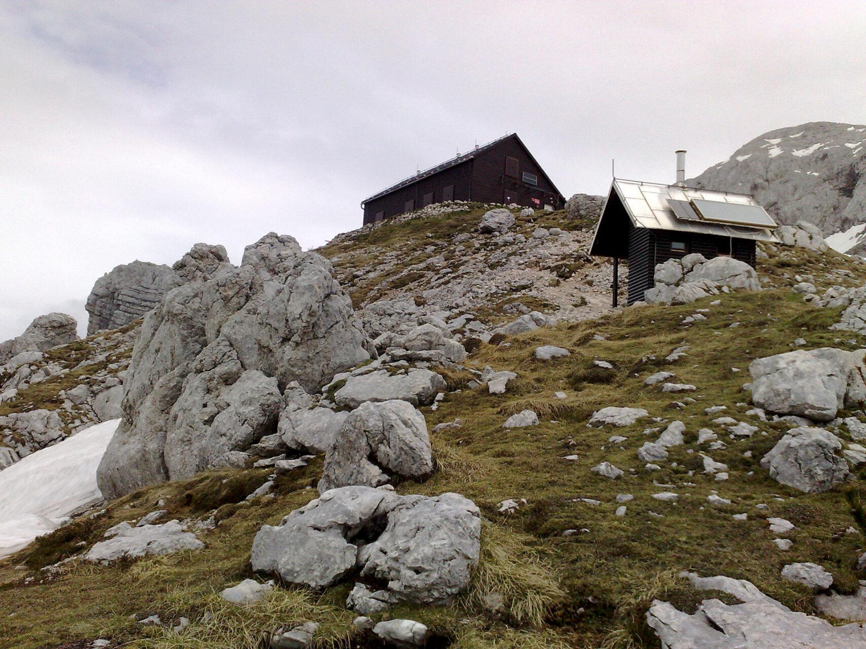 Idyllisch gelegen: die Prehodavci-Hütte.
