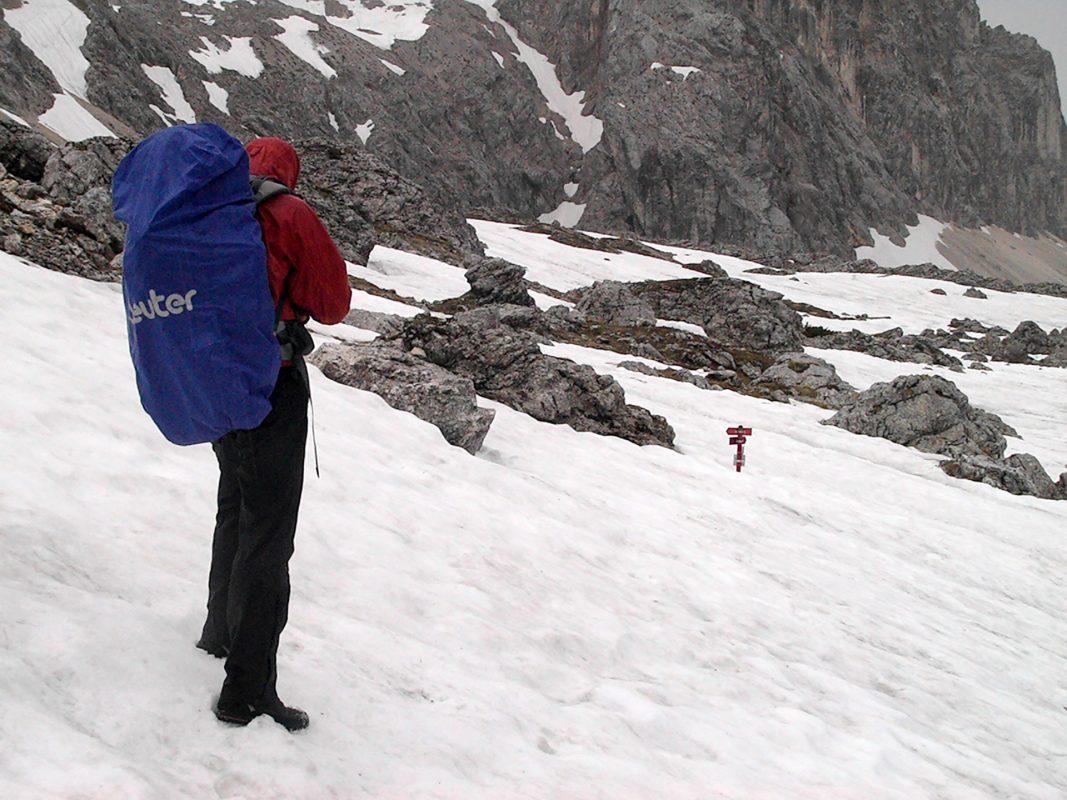 Während sich andere bei 30 Grad in der Sonne bräunen, kämpfen wir bei Temperaturen um den Gefrierpunkt mit dem alpinen Winter.