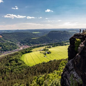 Mit Blick ins Elbtal und zur Festung Königstein – der Lilienstein bietet einen Rundumblick.