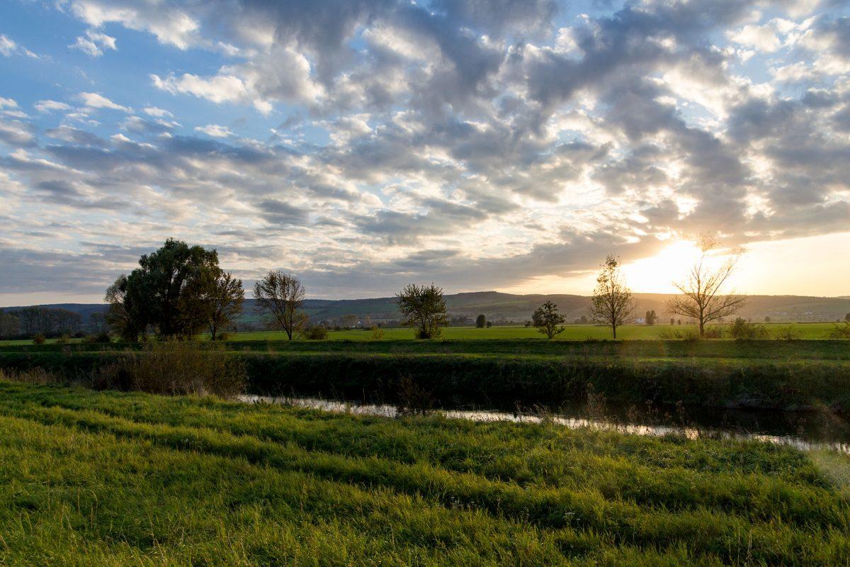 Die Ufer haben die Unstrut fest im Griff, gleicht sie doch anfänglich mehr einem Kanal als einem Fluss.