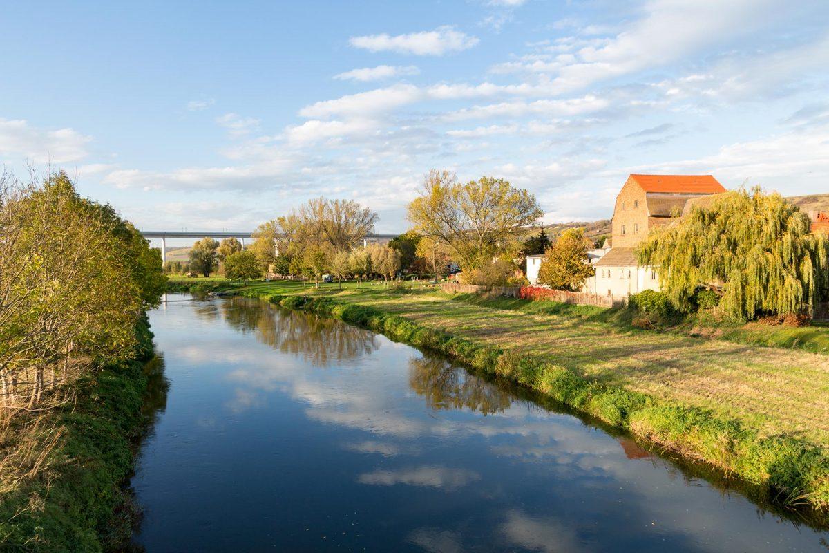 Karsdorf. 1.610 Einwohner und angeblich seit ca. 5.000 v.Chr. besiedelt. Kann man bei diesem Anblick irgendwie auch verstehen.