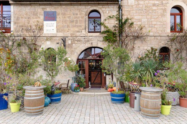 Etwas größer und imposanter: Weingut Pawlis in Zscheiplitz