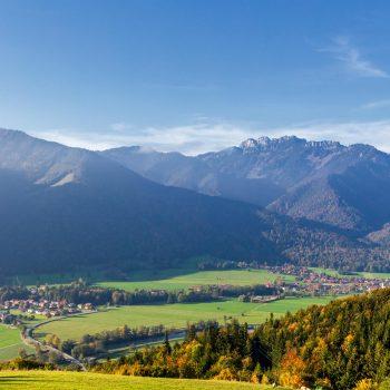 Der Tiroler Achen trägt viele Namen. Dennoch mündet der Fluss bereits nach 79 Kilometern in den Chiemsee.
