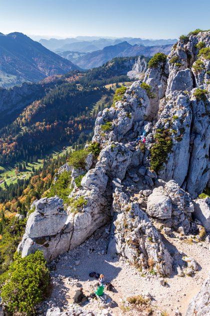 Geübte Kletterer oder Bergsteiger wagen sich denn auch mal an die Überquerung aller drei Gipfelpunkte oder picknicken in Felsnischen