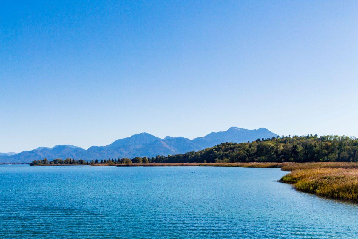 Der Chiemsee. Nein, kein typischer Alpensee und ja, irgendwie dann doch ein Alpensee