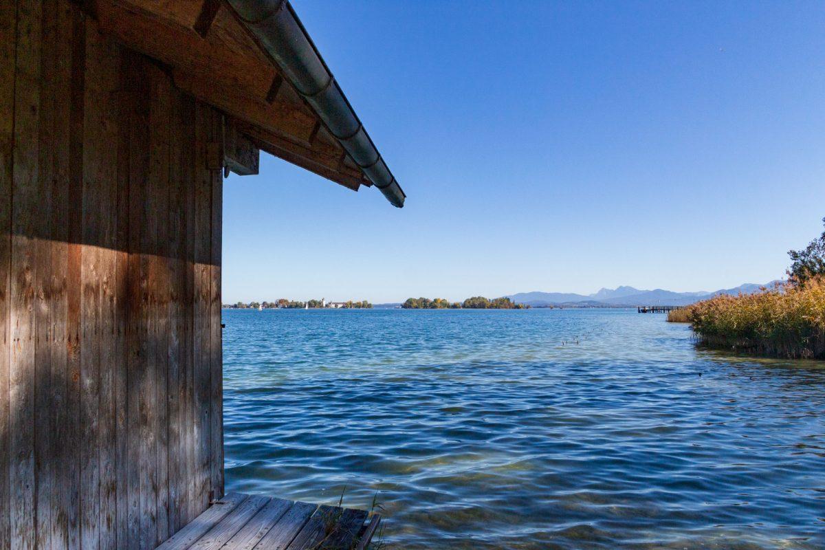 Getrennt durch 1,5 Kilometer Wasser: die Herren und Frauen des Chiemsees.