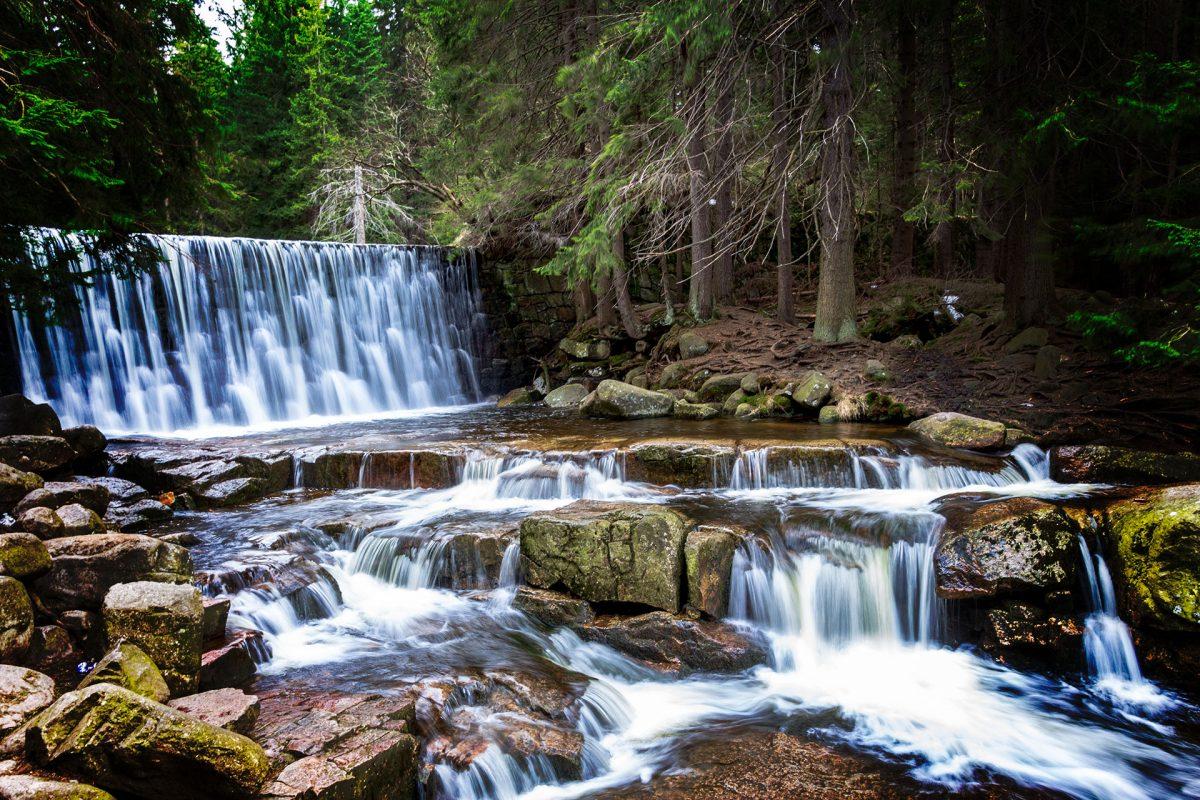 Am Dziki Wodospad, dem wilden Wasserfall im polnischen Riesengebirge