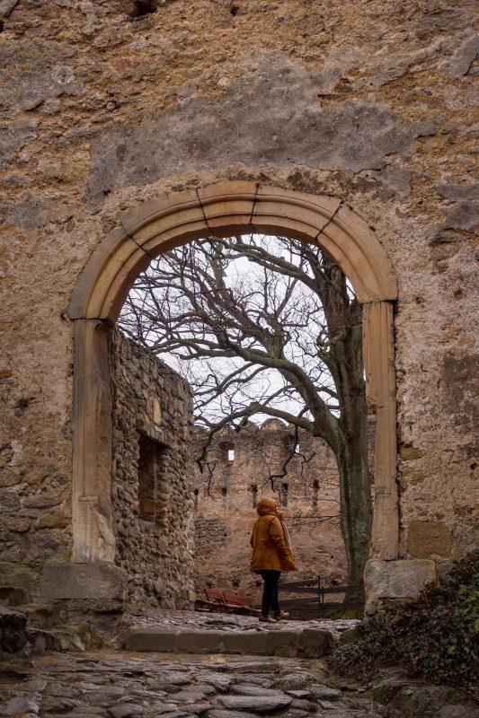 Sobald ich die Burg über Hängebrücke und Tor betrete zieht es mich magisch in mittelalterliche Welten.
