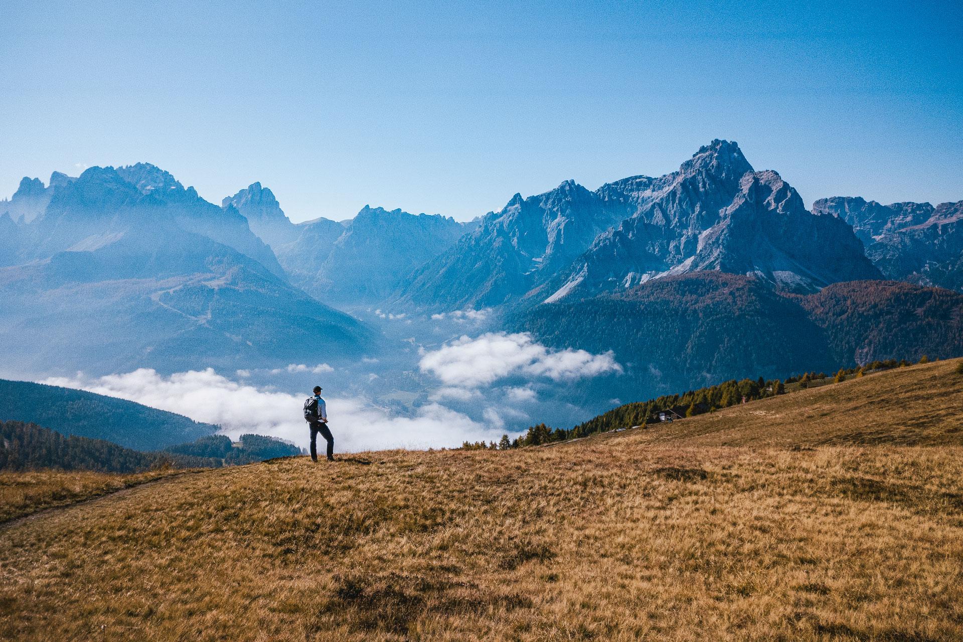Der Blick vom Helm in Richtung Sextner Dolomiten ist atemberaubend schön