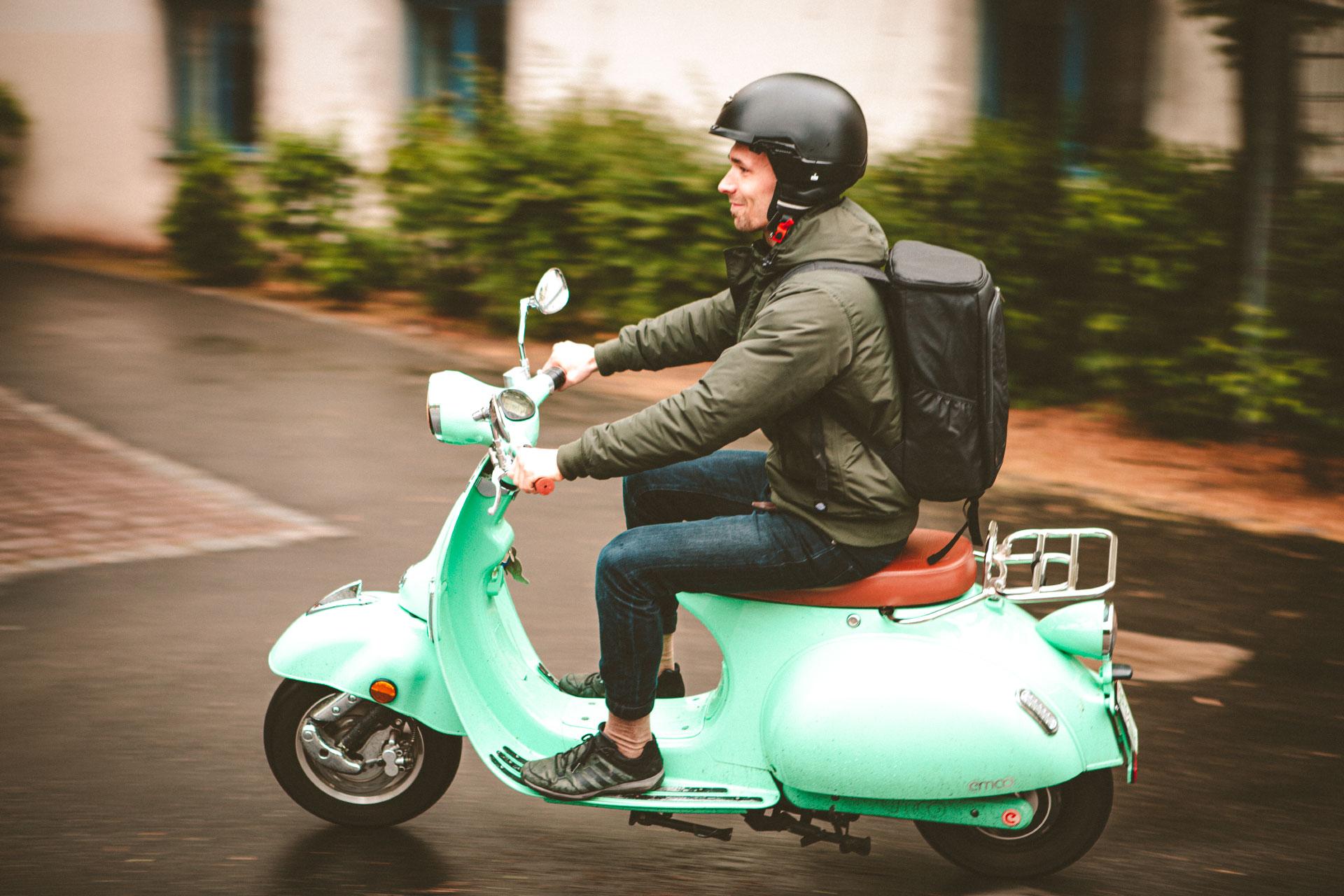 Macht auch auf dem Motorroller eine gute Figur – der OUTXE Picknick Rucksack