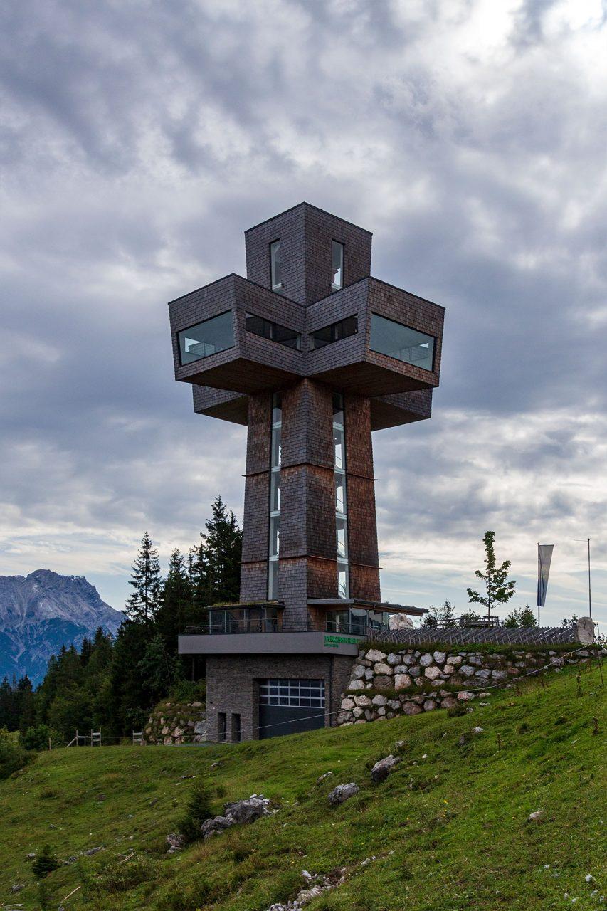 29 Meter hoch und das größte begehbare Gipfelkreuz der Welt mit Rundumblick